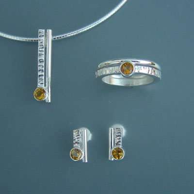 E.701(oorbellen) / C. 401(collier) / R.008(ring): Zilveren set met citrien.